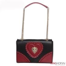 Túi nữ Love Moschino mầu đen, trang trí trái tim đỏ, logo dập nổi